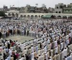 Pakistani Muslims offer Jummat-ul-Vida