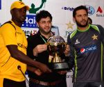 (WORLD SECTION) PAKISTAN LAHORE CRICKET ZIMBABWE TROPHY