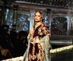 PAKISTAN-LAHORE-BRIDAL COUTURE WEEK-ZONIA ANWAAR