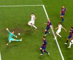 Bayern thrash Barcelona 8-2 to reach Champions League semis