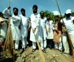 Ramvilas Paswan participates in cleanliness drive