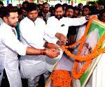 Ramvilas Paswan pays tribute to VP Singh