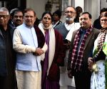 Sharad Yadav arrives to pay last respects to George Fernandes