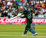 Sohail leads Pakistan to 308/7 against SA