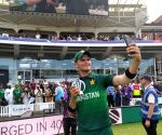 Afridi six-for helps Pakistan end on a high