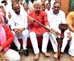 LOP Ramveer Singh Bidhuri along with Adesh Kumar Gupta will protest against the Kejriwal government's non-fulfillment of farmers' demands near CM residence at Chandgiram Akhara in New Delhi