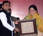 SP felicitates Anup Jalota, Shubha Mudgal