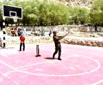 Dhoni plays cricket with kids in Leh, picture goes viral