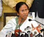 Mamata demands three-day mourning, criticises Modi for flagging-off train
