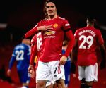 Manchester United extend Cavani's contract