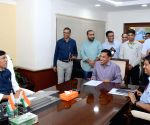 Mansukh L. Mandaviya takes charge as MoS Shipping (I/C)