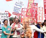 MCPI (U), CPI (ML) demonstrate against demonetisation