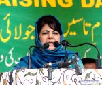 Mehbooba backs SPO, says even women aren't spared in 'Naya Kashmir' (Ld)