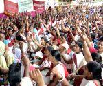 Anganwadi cooks Sangh demonstrate
