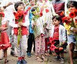 Awareness campaign against plastic flowers