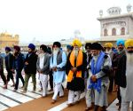 Dal Khalsa members leave for Delhi from Golden Temple as part of agitation against farm laws