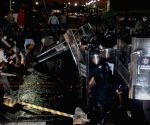 CNTE workers clash with Federal Police members after bursting into Deputies Chamber facilities