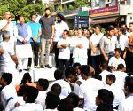 Vijay Goel, Jayant Sinha flag-off 6th Slum Yuva Daud