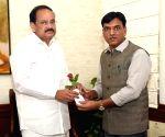 MoS Shipping (I/C) and Chemicals and Fertilizers, Mansukh L. Mandaviya meets Venkaiah Naidu