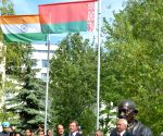(Minsk) Belarus: President Mukherjee unveils the bust of Mahatma Gandhi