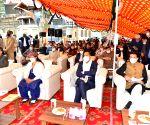 Modi interacts with the beneficiaries of Pradhan Mantri Jan Aushadhi Pariyojna