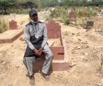 Mohammad Shamim Delhi gate graveyard Care taker he told no space in Kabristan next two three days for Covid-19 affected victim dead bodies in new Delhi