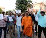 Leftists demonstrate against raid on Kerala House