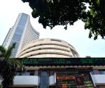 Market gives thumbs-up to exit polls, ends 1,422 pts up