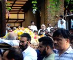 Bollywood bids tearful adieu to Veeru Devgan