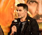 Akshay defeated by woman officer in mock fight