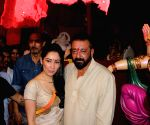 Sanjay Dutt and Manyata Dutt perform's Aarti of Lord Ganesha
