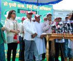 Celebs at Spiritual Guru Gurmeet Ram Rahimji's cleanliness drive