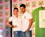 Soha, Kunal launch Ariel Men and Women wash care label