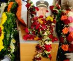 Sathe accorded hero's farewell, cremated with full state honours (Ld)
