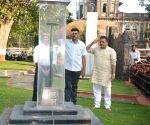 Sanjay Nirupam, Tej Bahadur Yadav pay tribute at Rajiv Gandhi Bhavan