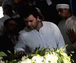 Sonia, Rahul pay last respect to Murli Deora