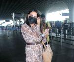 : Mumbai : Himanshi Khurana Spotted at Airport Departure