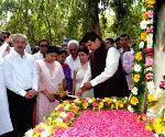 Maharashtra CM inaugurates Pramod Mahajan Memorial Garden