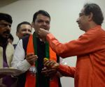 BJP seems short of numbers in Hry, set to retain power in Maha