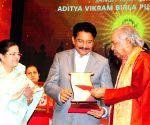 Maharashtra Governor presents  Aditya Vikram Birla Kala Shikhar Award to Birju Maharaj