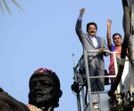 Maharashtra Governor, Mumbai Mayor pay tribute to Shivaji