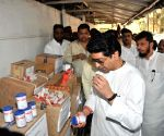 Raj Thackeray inspects relief materials for Nepal earthquake victims