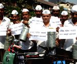 Mumbai dabbawala pay tribute to Govind Pansare