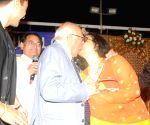Leena Chandavarkar smooched by Ram Jethmalani at Humlog Awards