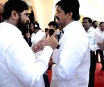 Shivsena legislator Eknath Shinde and MNS legislator Sharad Sonavne at Maharashtra Assembly