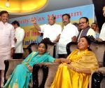 Wax statue of Sharad Pawar, Asha Bhosle at Wankhede Stadium