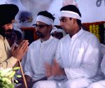 Priya Dutt, M.S. Bitta pay last respect to Murli Deora