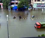 Heavy rain hit traffic in Mumbai