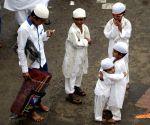 Muslims offering namaz on occasion of Eid ul-Fitr in Mumbai