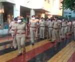 Amid corona crisis, people shower flowers on Nagpur cops